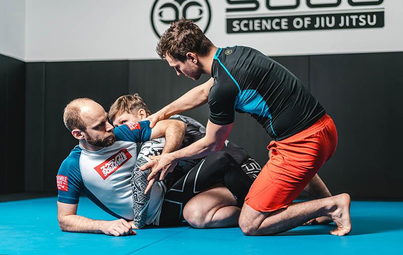 Nogi Hip Bump Sweep BJJ Wien, Science of Jiu Jitsu 800x506